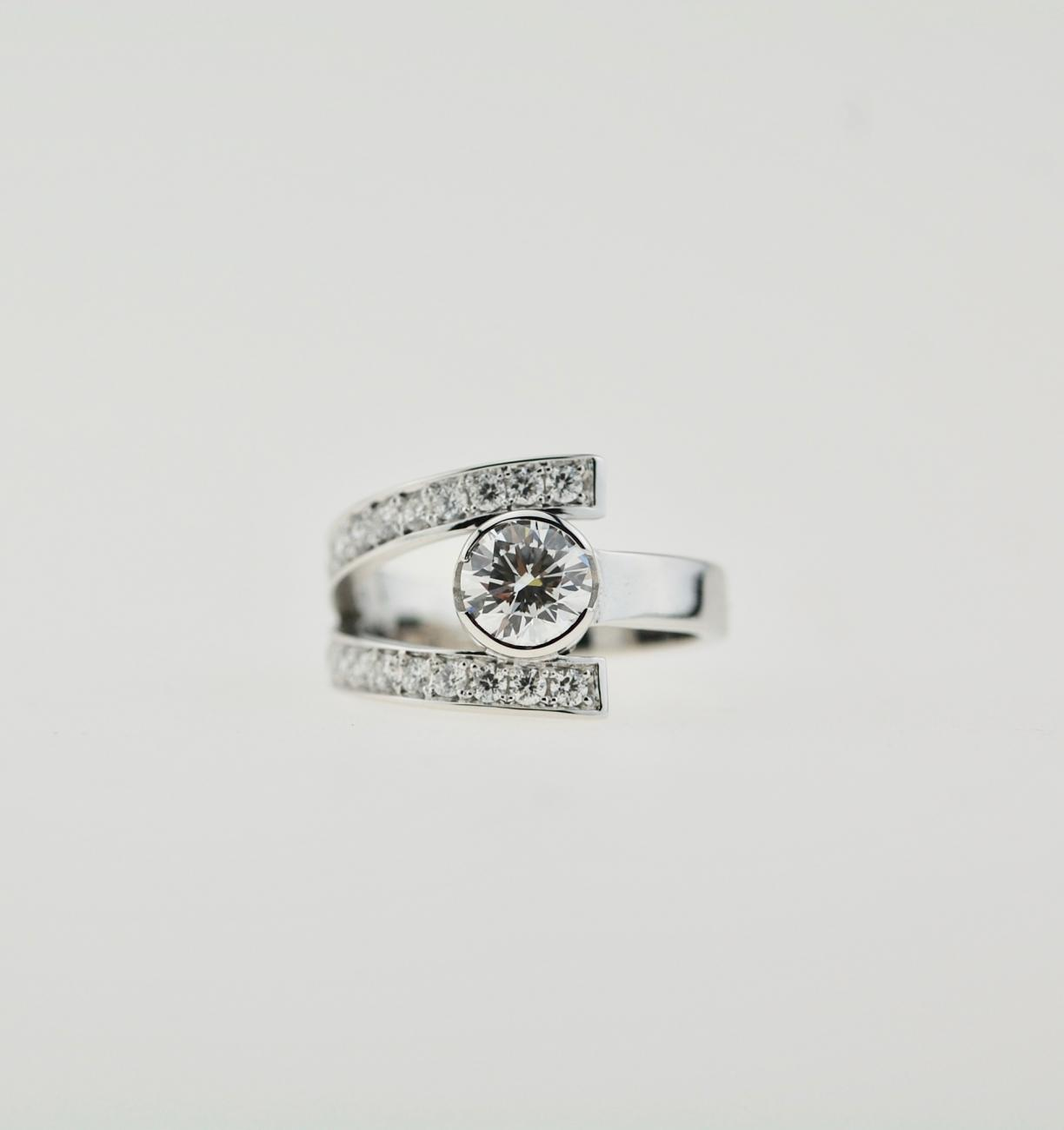 Ring wit goud met diamant